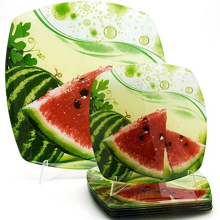 23905 Набор стеклянной посуды 7 предметов LR (х4)23905Набор тарелок 6пр+ тортовница Материал: Стекло Диаметр: 35 см, 22.5см х 6 Рисунок: Цветы Размер коробки: 31.8х8.8х31см Вес: 2.65 кг Набор LORAINE состоит из шести углубленных тарелок и одного большого блюда, выполненных из закаленного стекла. Тарелки декорированы рисунком в виде сочных фруктов на красочном фоне. Они сочетают в себе изысканный дизайн с максимальной функциональностью. Оригинальность оформления тарелок придется по вкусу и ценителям классики, и тем, кто предпочитает утонченность и изящность. Набор тарелок послужит отличным подарком к любому празднику.