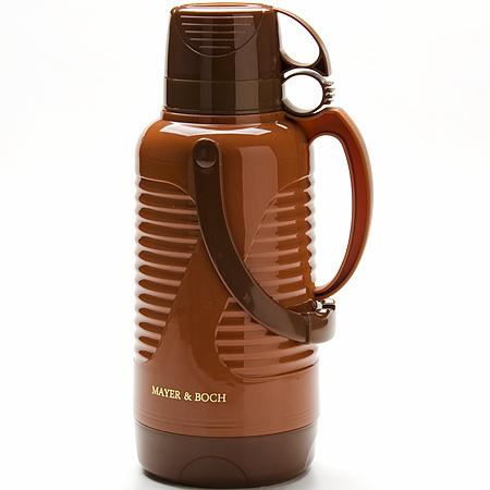 24901 Термос 3,2л с кружкой ст/колба МВ (х6)24901Термос с 2 чашками Объем: 3,2 л Материал: пластик, стекло Цвет: коричневый Размер упаковки: 18 х18 х 41,8 см Вес: 1,56 кг Традиционнный термос со стеклянной колбой в пластиковом корпусе является одним из востребованных в России. Его температурная характеристика ни в чем не уступает термосам со стальными колбами, но благодаря свойствам стекла, этот термос может быть использован для заваривания напитков с устойчивыми ароматами. Очень удобная ручка и 2 чашки в комплекте. Завинчивающаяся герметичная крышка предохранит от проливаний. Температура сохраняется до 24 часов! Этот термос станет не только надежным другом, но и отличным украшением Вашей кухни.