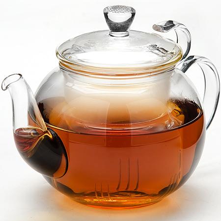 24937 Заварочный чайник стекло 600мл с/кр МВ (х16)24937Заварочный чайник стекло Материал: боросиликатное стекло Объем: 600 мл. Размер упаковки: 15 см х 15,см х 13,5 см. Вес: 435 г Заварочный чайник Mayer & Boch изготовлен из термостойкого боросиликатного стекла - прочного износостойкого материала. Чайник оснащен фильтром и крышкой из стекло.Простой и удобный чайник поможет вам приготовить крепкий, ароматный чай. Дизайн изделия создает гипнотическую атмосферу через сочетание полупрозрачного цвета и хромированных элементов. Можно мыть в посудомоечной машине. Не использовать в микроволновой печи.