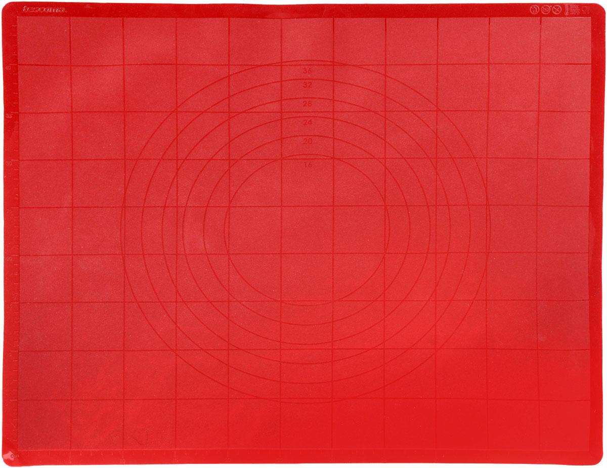 Поверхность для раскатки теста Tescoma Delicia, силиконовая, цвет: красный, 58 см х 48 см629384_красныйПоверхность для раскатки теста Tescoma Delicia предназначена для обработки теста и других продуктов. Изделие изготовлено из пищевого силикона, который выдерживает температур от - 40°С до +230°С. Поверхность идеально прилегает к столу, а тесто не пристает. Ее можно легко скатать и сложить. Поверхность легко моется, не впитывает запахи продуктов. Шкала предназначена для удобного измерения и резки теста на кусочки. Поверхность жаростойкая, можно использовать как подставку под горячее. Подходит для хранения в холодильнике, можно мыть в посудомоечной машине. Размер поверхности: 58 см х 48 см.