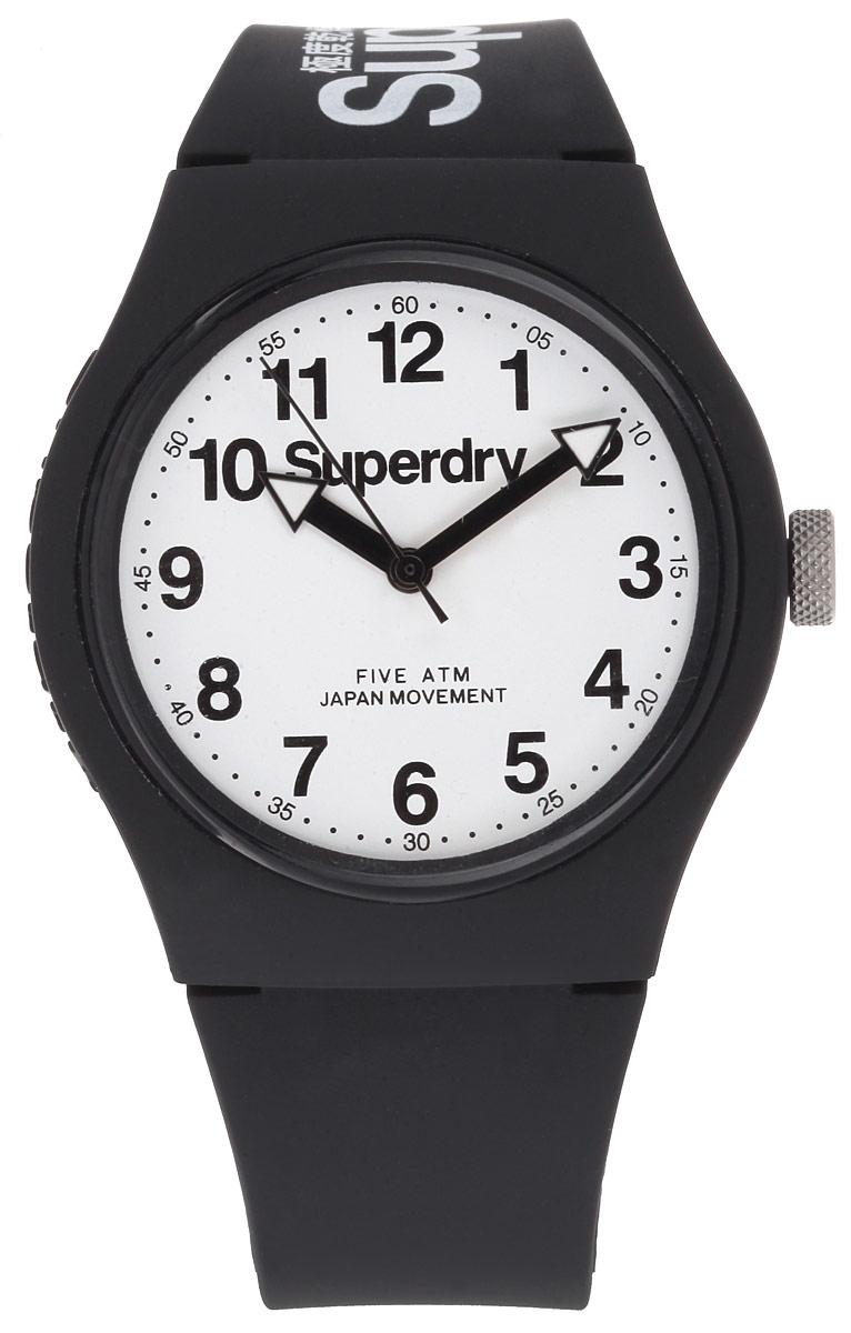 Часы наручные Superdry, цвет: черный, белый. SYG164SYG164BWОригинальные женские часы Superdry выполнены из нержавеющей стали, каучука и минерального стекла. Изделие дополнено символикой бренда. Корпус часов выполнен из нержавеющей стали и каучука, дополнен минеральным стеклом и имеет степень влагозащиты равную 5 atm. Оригинальный браслет выполнен из каучука и дополнен практичной пряжкой, которая позволит с легкостью снимать и надевать изделие. Часы поставляются в фирменной упаковке. Часы Superdry подчеркнут чувство стиля у их владельца.