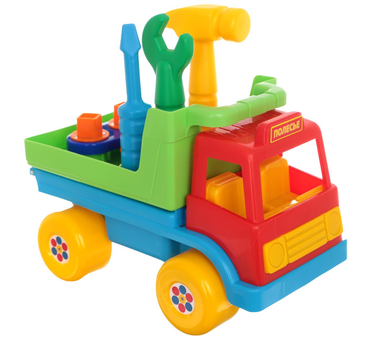Полесье Игровой набор Техпомощь цвет кабины красный6387_красная кабинаИгровой набор Полесье Техпомощь позволит вашему ребенку почувствовать себя одновременно и водителем грузовика и автослесарем. Набор включает в себя грузовик и инструменты, необходимые для его ремонта в дороге - молоток, гаечный ключ и отвертку. С помощью молотка можно забивать гвозди, а с помощью гаечного ключа закрутить или открутить гайки, расположенные в кузове автомобиля. Там же имеются отверстия для инструментов, куда их можно поместить после окончания ремонта и продолжить путь. Машинка оснащена четырьмя широкими колесами со свободным ходом. Ваш ребенок часами будет играть с набором, придумывая различные истории. Порадуйте его таким замечательным подарком!