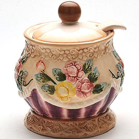 Сахарница Mayer & Boch Розы, с ложкой, 550 мл22440Сахарница Mayer & Boch Розы, изготовленная из высококачественного доломита, украшена цветочным рисунком. В крышке изделия предусмотрено отверстие для ложки (входит в комплект). Такая оригинальная сахарница украсит ваш стол, а также станет отличным подарком. Можно использоваться в микроволновой печи и посудомоечной машине. Диаметр сахарницы (по верхнему краю): 9,5 см. Диаметр основания: 10 см. Высота сахарницы (без учета крышки): 11,5 см. Высота сахарницы (с учетом крышки): 13,5 см. Длина ложки: 13 см.