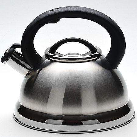 22671 Чайник мет. 2,8л со/свист. МВ (х12)22671Чайник со свистком металлический (2,8 л) Материал: нержавеющая сталь, пластик Размер упаковки: 22,5х22,5х21 см Объем: 2,8 л Вес: Чайник выполнен из высококачественной нержавеющей стали 18/10. Капсулированное дно с прослойкой из алюминия обеспечивает наилучшее распределение тепла. Носик чайника оснащен насадкой-свистком, что позволит вам контролировать процесс подогрева или кипячения воды. Фиксированная пластиковая ручка дает дополнительное удобство при разлитии напитка, поверхность чайника гладкая, что облегчает уход за ним. Чайник подходит для использования на всех типах плит. Эстетичный и функциональный, с эксклюзивным дизайном, чайник будет оригинально смотреться в любом интерьере. Также изделие можно мыть в посудомоечной машине.