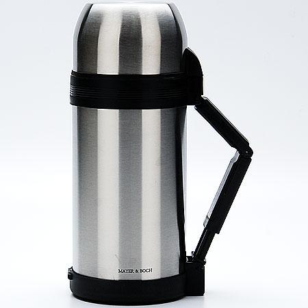 Термос Mayer & Boch, с чашами, 1 л. 2314723147Термос Mayer & Boch изготовлен из высококачественной нержавеющей стали и пластика. Двойная колба сохраняет температуру напитка до 12 часов. Пробка термоса оснащена клапаном. Крышку можно использовать в качестве кружки, ее внутренняя поверхность имеет отделку пластиком, гигиенична и легка в очистке. Изделие дополнено эргономичной раздвижной ручкой. В комплекте имеется пластиковая чаша и съемный ремень для удобной переноски. Практичный и надежный термос пригодится в путешествии, походе и поездке. Не рекомендуется мыть в посудомоечной машине. Высота термоса (с учетом крышки): 26,5 см. Диаметр горлышка термоса: 6,5 см. Диаметр клапана: 4 см. Диаметр крышки: 10,5 см. Высота крышки: 6,5 см. Диаметр пластиковой чаши: 9,5 см Высота пластиковой чаши: 4 см.