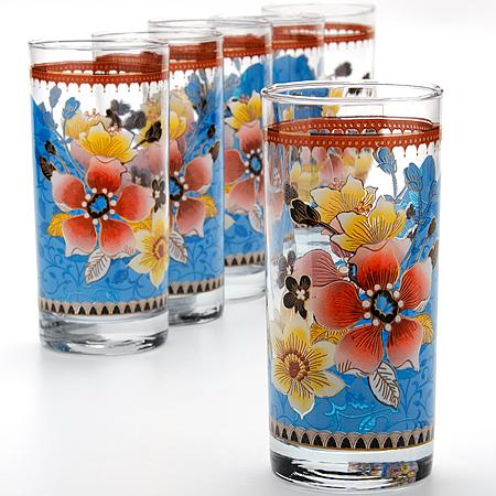 24075 Набор стаканов 6пр (370мл) МВ (х6)24075Набор стаканов 6 пр Материал: Стекло Объем: 370мл х6 Размер коробки: 35.5х28.2х8см Вес: 1.82кг Набор, состоящий из шести стаканов, несомненно, придется вам по душе. Стаканы выполнены из высококачественного стекла в мягких тонах с оригинальным цветочным узором. Благодаря такому набору пить напитки будет еще вкуснее. Набор стаканов Loraine станет также отличным подарком на любой праздник. Подходит для горячих и холодных напитков