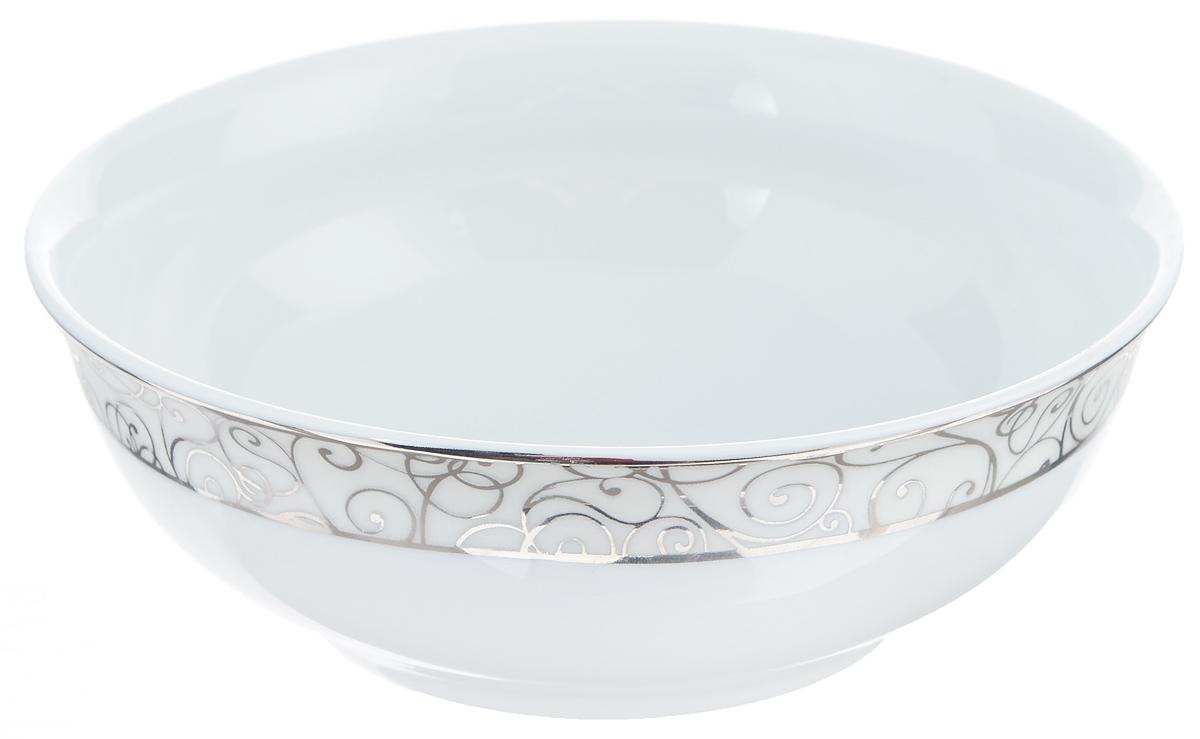 Салатник Yves De La Rosiere Leila, цвет: белый, платиновый, диаметр 13 см613913 1672Салатник Yves De La Rosiere Leila - прекрасное дополнение праздничного стола. Изделие выполнено из высококачественного фарфора и украшено изысканным рисунком. Такой салатник прекрасно подходит для каш, хлопьев, супов, салатов и других блюд. Он дополнит коллекцию вашей кухонной посуды и будет служить долгие годы. Диаметр салатника (по верхнему краю): 13 см. Высота стенки: 4,5 см.