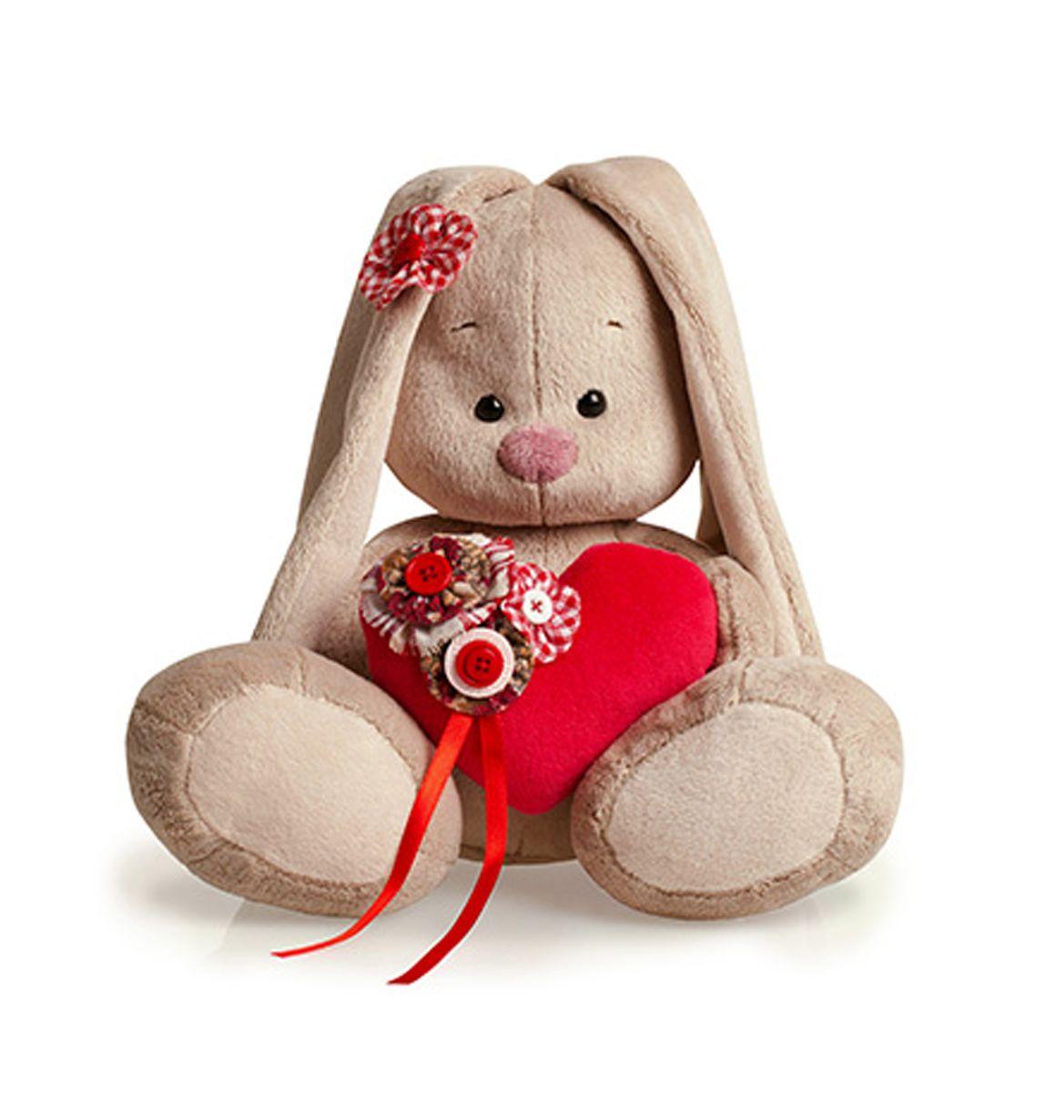Мягкая игрушка Зайка Ми с сердечком 23 смSidM-011Алое бархатное сердечко, украшенное цветами из цветного хлопка с красно-белыми пуговками. В комплекте – оригинальный цветок на ушко, сшитое из ситца в красно-белую клеточку с пуговкой-сердечком.
