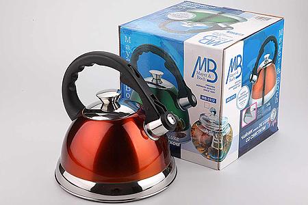 3112 Чайник мет/цв MB(3л) со свист(х12)3112Чайник металлический со свистком (3 л) Материал: нержавеющая сталь, бакелит, индукционное дно, термостойкое покрытие Цвет: оранжевый Размер коробки: 24х22,5х22 см Объем: 3,0 л Вес: 1,250 кг Корпус чайника выполнен из высококачественной нержавеющей стали, что обеспечивает долговечность использования. Корпус с зеркальной поверхностью оранжевого цвета. Фиксированная ручка из бакелита делает использование чайника очень удобным и безопасным, она также снабжена клавишей для открывания носика. Носик снабжен свистком, что позволит вам контролировать процесс подогрева или кипячения воды. Капсулированное дно с прослойкой из алюминия обеспечивает наилучшее распределение тепла. Эстетичный и функциональный, с эксклюзивным дизайном, чайник будет оригинально смотреться в любом интерьере. Также изделие можно мыть в посудомоечной машине.