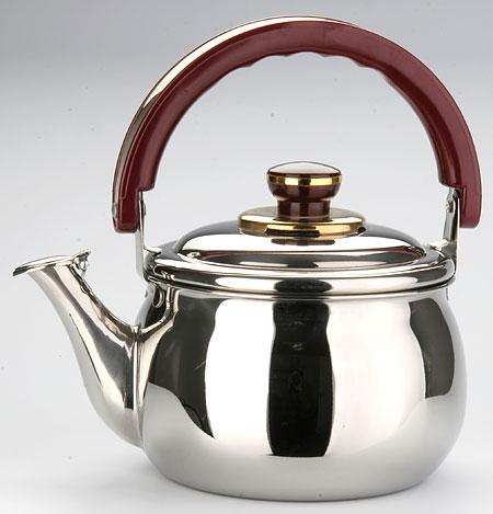 7780 Чайник MB 2л.со свистком (х12)7780Чайник металлический со свистком (2 л) Материал: нержавеющая сталь, бакелит, индукционное дно Размер упаковки: 21х15х18 см Объем: 2,0 л Вес: Чайники со свистком Mayer&Boch любят плиту,именно на ней они с особым усердием подогревают вам чай или кипятят воду. Металические чайники прочны,красивы и прослужат Вам много лет. Нержавеющая сталь не окисляется и не впитывает запахи, напитки всегда будут ароматны и меть настоящий вкус. Корпус с зеркальной поверхностью. Подвижная ручка из бакелита, делает использование чайника очень удобным и безопасным. Крышка снабжена свистком, что позволит вам контролировать процесс подогрева или кипячения воды. Капсулированное дно с прослойкой из алюминия обеспечивает наилучшее распределение тепла. Эстетичный и функциональный, с эксклюзивным дизайном, чайник будет оригинально смотреться в любом интерьере. Также изделие можно мыть в посудомоечной машине.