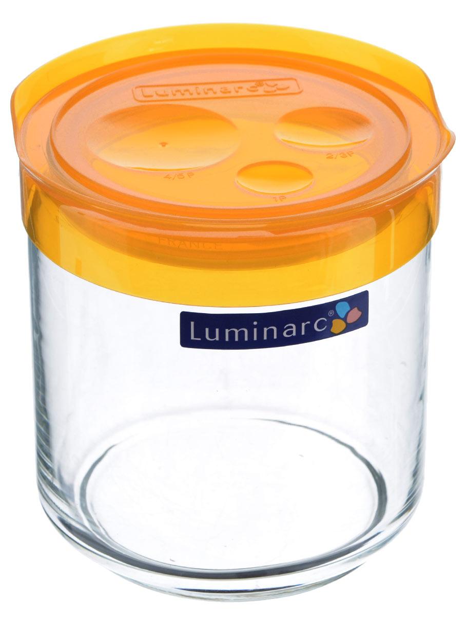 Банка для сыпучих продуктов Luminarc, цвет: оранжевый, прозрачный, 0,75 лL0387Банка для сыпучих продуктов Luminarc выполнена из прочного стекла и оснащена герметичной пластиковой крышкой. Внутри создается вакуум, благодаря чему продукты дольше сохраняют свежесть и аромат. Стенки прозрачные, что позволяет видеть содержимое. Такая банка прекрасно подходит для хранения сахара, соли, круп, конфет, орехов, печенья и других сыпучих продуктов. Изделие можно мыть в посудомоечной машине. Диаметр банки: 9 см. Высота банки: 12 см.