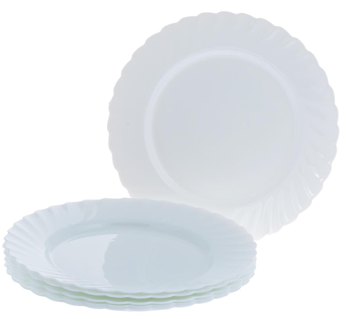 Набор обеденных тарелок Luminarc Trianon, диаметр 27 смD8818Набор Luminarc Trianon состоит из шести обеденных тарелок, выполненных из ударопрочного стекла. Изделия имеют классический дизайн и форму. Посуда отличается прочностью, гигиеничностью и долгим сроком службы, она устойчива к появлению царапин и резким перепадам температур. Такой набор прекрасно подойдет как для повседневного использования, так и для праздников или особенных случаев. Набор обеденных тарелок Luminarc - это не только яркий и полезный подарок для родных и близких, это также великолепное дизайнерское решение для вашей кухни или столовой. Изделия можно мыть в посудомоечной машине и использовать в СВЧ-печи. Диаметр тарелки: 27 см.