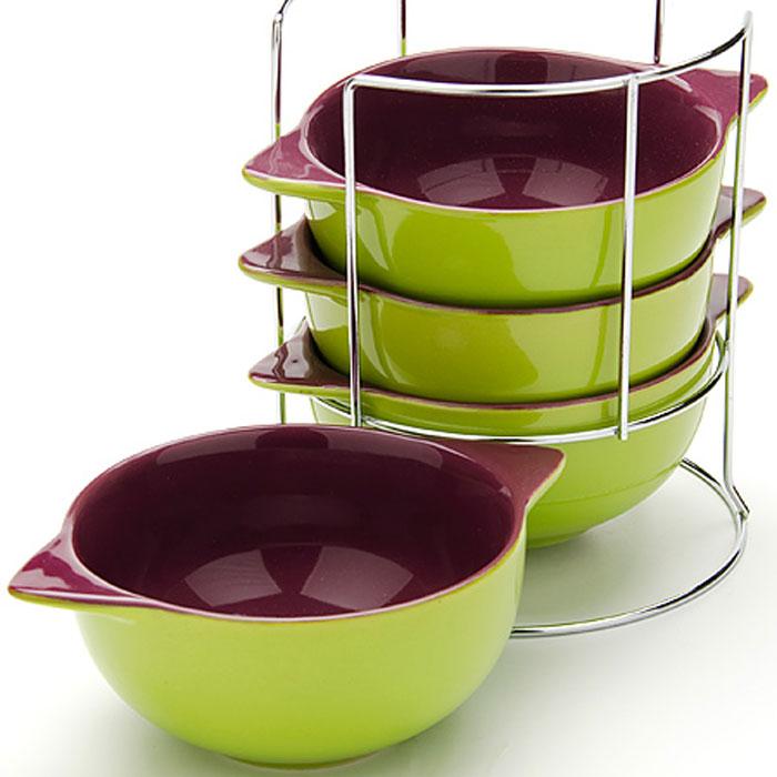24236 Набор супниц 500мл 4 пр на подставке LR (х8)24236Набор чаш для супа (4 шт) 5 предметов: - подставка - бульонница (4 шт) Материал: Чаши - керамика Подставка: металл Цвет: зеленый + фиолетовый Размер чаши: D13 см Размер упаковки: 16,7 х 16,7 х 19,5 см Объем: 500 мл x 4 Вес: 1,97 кг Для хозяек предпочитающих современный и яркий дизайн, эти супницы будут отличным кухонным сервизом. Чашки зеленого-фиолетового цвета сделаны из биокерамики. Сервиз подчеркнет Ваш стиль и индивидуальность. Набор очень удобны в использовании, благодаря подставке он очень компактно расположится на вашей кухне.Пригоден для использования в микроволновой печи, холодильнике. Можно мыть в посудомоечной машине. Набор супницыMayer&Boch - идеальный и необходимый подарок для вашего дома и для ваших друзей.