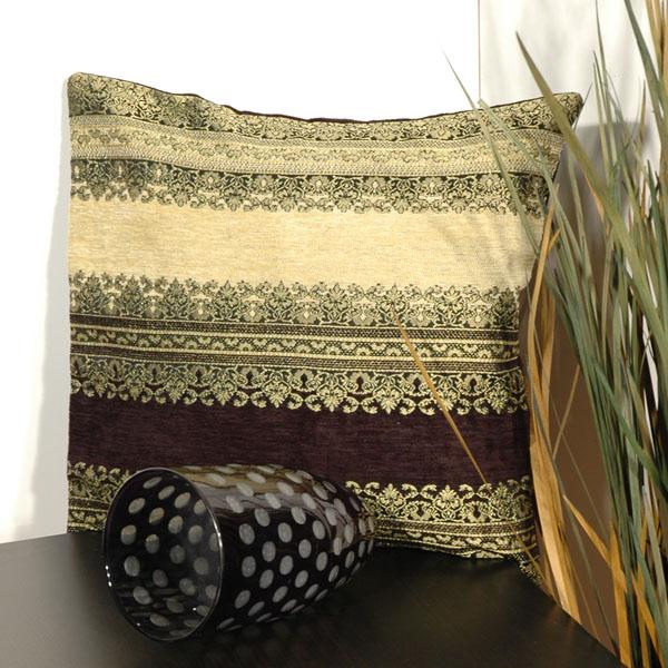 Наволочка Schaefer, цвет: черный, бежевый, 43 см х 43 см. 05591-51805591-518Наволочка Schaefer, выполненная из смесовой ткани (33% акрил, 32% вискоза, 29% полиэстер, 6% хлопок), предназначена для декоративных подушек. За текстилем из искусственных волокон очень легко ухаживать: он легко стирается, не мнется, не садится и быстро сохнет, более долговечен, чем текстиль из натуральных волокон. Изделие декорировано изысканным орнаментом. Застегивается на молнию. Подушка с такой наволочкой добавит в ваш дом стиля, уюта и неповторимости.