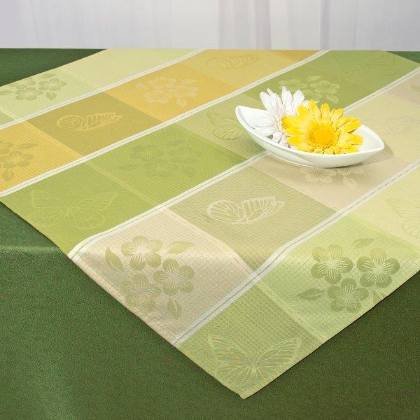 Скатерть Schaefer, квадратная, цвет: зеленый, желтый, бежевый, 85 x 85 см 07551-10007551-100Квадратная скатерть Schaefer, выполненная из полиэстера с водоотталкивающей пропиткой, станет украшением кухонного стола. Изделие украшено изящным изображением цветов и бабочек. За текстилем из полиэстера очень легко ухаживать: он не мнется, не садится и быстро сохнет, легко стирается, более долговечен, чем текстиль из натуральных волокон. Использование такой скатерти сделает застолье торжественным, поднимет настроение гостей и приятно удивит их вашим изысканным вкусом. Также вы можете использовать эту скатерть для повседневной трапезы, превратив каждый прием пищи в волшебный праздник и веселье. Это текстильное изделие станет изысканным украшением вашего дома!
