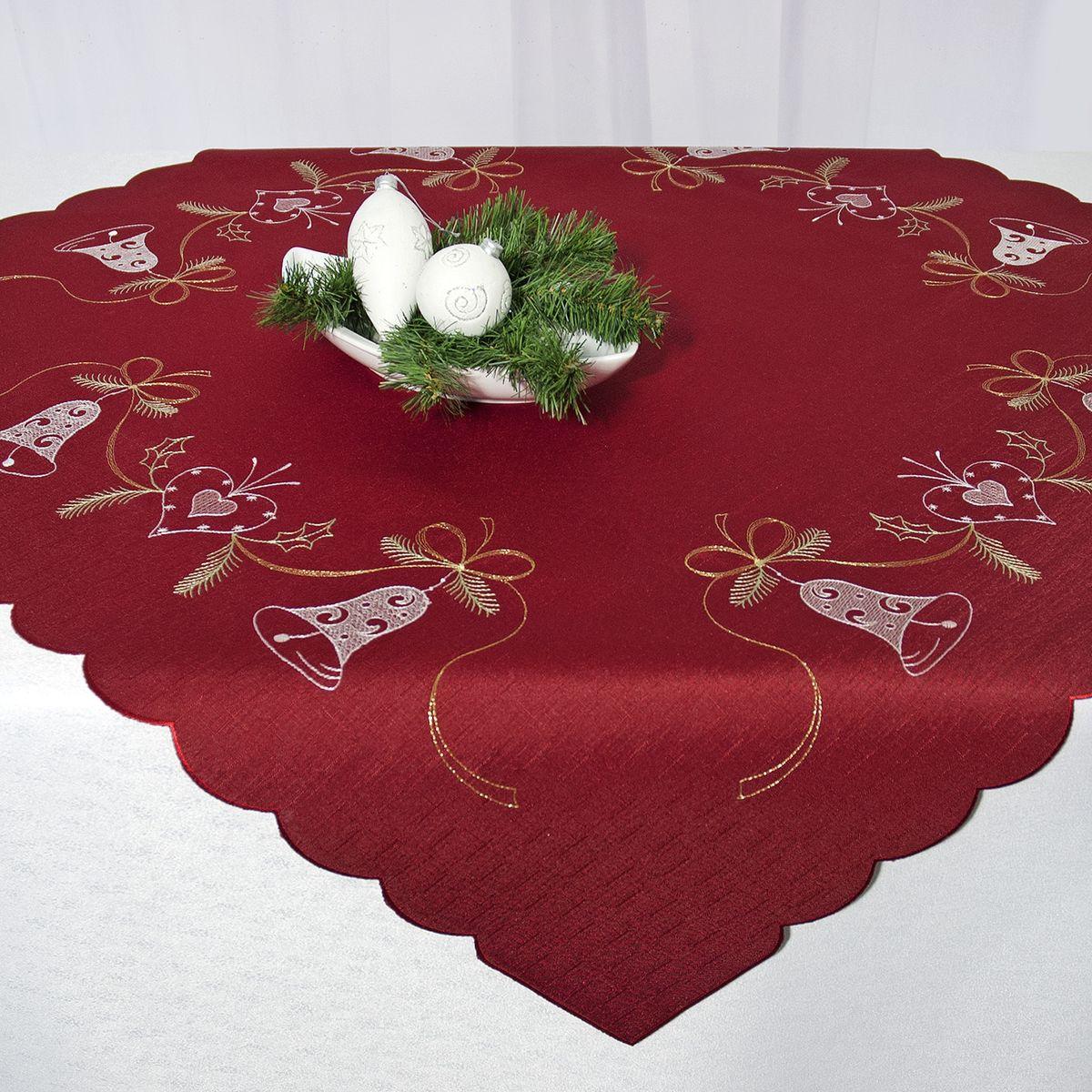 Скатерть Schaefer, квадратная, цвет: бордовый, 85 x 85 см 07666-10007666-100Квадратная скатерть Schaefer, выполненная из полиэстера, станет украшением новогоднего стола. Изделие декорировано красивой вышивкой в виде колокольчиков и сердечек. За текстилем из полиэстера очень легко ухаживать: он легко стирается, не мнется, не садится и быстро сохнет, более долговечен, чем текстиль из натуральных волокон. Использование такой скатерти сделает застолье торжественным, поднимет настроение гостей и приятно удивит их вашим изысканным вкусом. Это текстильное изделие станет украшением вашего дома!