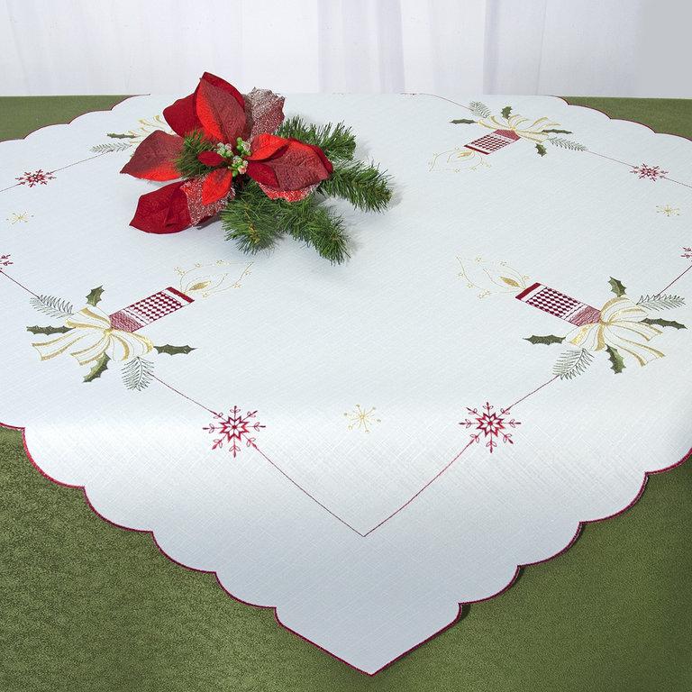 Скатерть Schaefer, квадратная, цвет: белый, красный, зеленый, золотой, 85 x 85 см 07668-10007668-100Квадратная скатерть Schaefer, выполненная из полиэстера, станет прекрасным украшением новогоднего стола. Изделие украшено изящной вышивкой в виде свечей и снежинок. За текстилем из полиэстера очень легко ухаживать: он не мнется, не садится и быстро сохнет, легко стирается, более долговечен, чем текстиль из натуральных волокон. Использование такой скатерти сделает застолье торжественным, поднимет настроение гостей и приятно удивит их вашим изысканным вкусом. Это текстильное изделие станет изысканным украшением вашего дома!