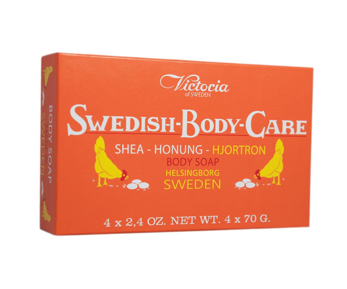 Victoria Soap Shea-Honung-Hjortron Мыло для тела с морошкой, 4х70 г241175Вдохновленные шведской природой, солнечными полянами, густым лесами и ягодами, насыщенными витаминами, компания Victoria создала серию мыло для тела «Шведские ягоды». В старинный рецепт мыла были добавлены такие ингредиенты как Шведский мед и экстракты ягод. Мыло для тела «Шведские ягоды» с экстрактом морошки имеет густую бархатную пену с букетом плодов пальмового дерева, оливы и морошки с высоким содержанием липидов. Плотная нежная пена легко смывается с тела и не раздражает кожу. Тонкий аромат шведского мыла, морошки и полевых цветов окутают тело Вас в прохладную погоду вуалью комфорта и наслаждения.