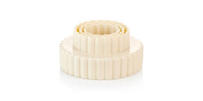 Формочки Tescoma Цветы, двухстронние, 3 шт630861Формочки для вырезания печенья Tescoma Цветы изготовлены из высококачественного пластика. В наборе 3 двухсторонние формочки различной формы. Предназначены для вырезания печенья, создания сладких украшений, бутербродов и других изделий. Можно использовать как трафареты для поделок и с непищевыми материалами (бумагой и др.). С такими формами-резаками можно сделать множество интересных фигурок и поделок. Размер форм: 3,8 см х 6,8 см, 4,8 см х 7,8 см, 5,8 см х 8,8 см.