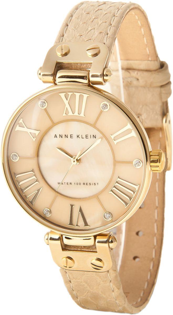 Часы наручные женские Anne Klein, цвет: золотой, бежевый. 1012GMGD1012GMGDЭлегантные женские часы Anne Klein выполнены из металлического сплава, натуральной кожи с тиснением под рептилию и минерального стекла. Циферблат изделия дополнен блестками, перламутровой вставкой и символикой бренда. Корпус часов оснащен кварцевым механизмом, имеет степень влагозащиты равную 3 atm, а также дополнен устойчивым к царапинам минеральным стеклом. Ремешок оснащен классическим замком-пряжкой, который позволит с легкостью снимать и надевать часы, а также регулировать длину изделия. Часы поставляются в фирменной упаковке. Часы Anne Klein подчеркнут изящность женской руки и отменное чувство стиля у их обладательницы.