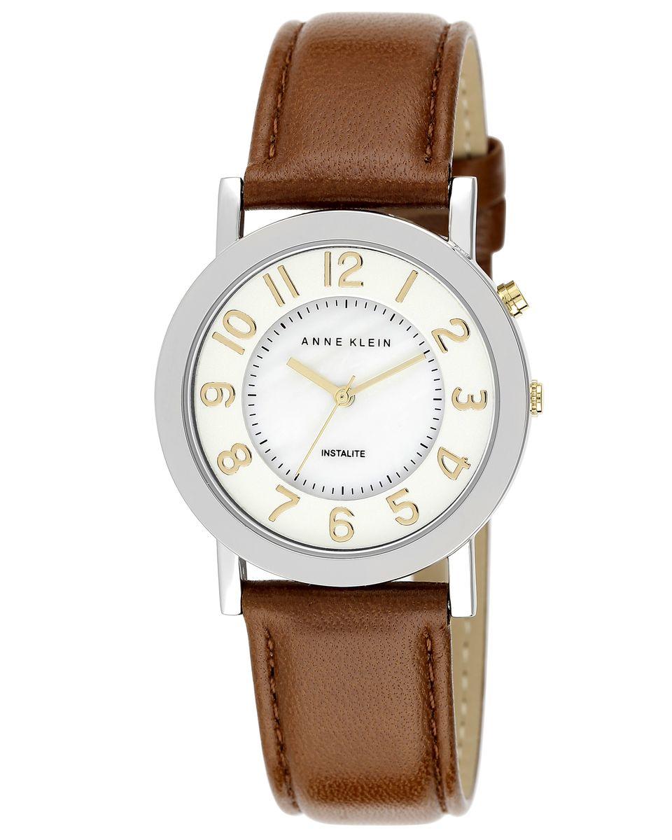 Часы наручные женские Anne Klein, цвет: серебряный, золотой, белый, коричневый. 1631MPTI1631MPTIЭлегантные женские часы Anne Klein выполнены из металлического сплава, натуральной кожи и минерального стекла. Циферблат изделия дополнен вставкой из перламутра и символикой бренда. Корпус часов оснащен кварцевым механизмом, имеет степень влагозащиты равную 3 atm, а также дополнен устойчивым к царапинам минеральным стеклом и подсветкой. Ремешок оснащен классическим замком-пряжкой, который позволит с легкостью снимать и надевать часы, а также регулировать длину изделия. Часы поставляются в фирменной упаковке. Часы Anne Klein подчеркнут изящность женской руки и отменное чувство стиля у их обладательницы.