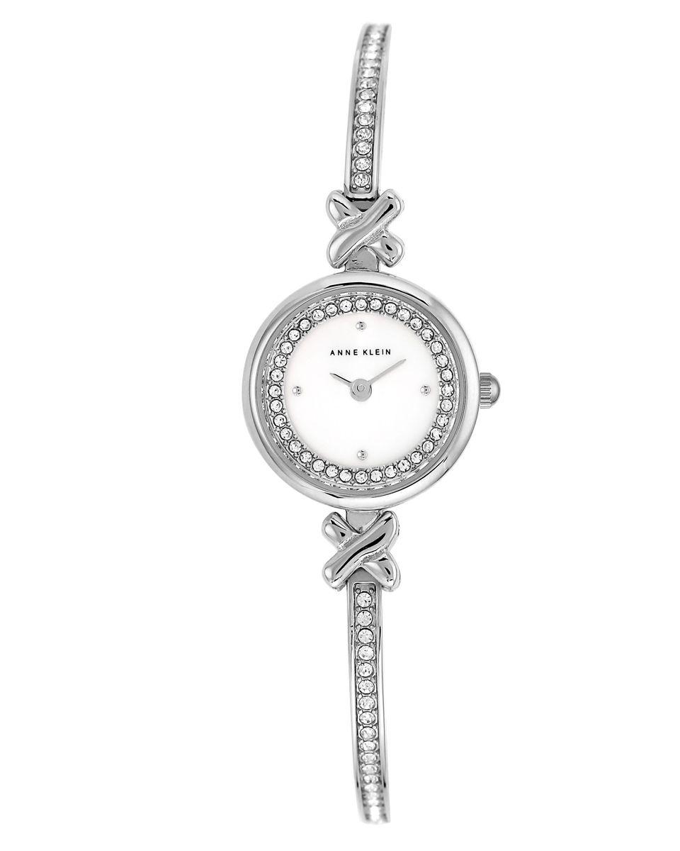 Часы наручные женские Anne Klein, цвет: белый, серебряный. 1689MPSV1689MPSVЭлегантные женские часы Anne Klein выполнены из металлического сплава и минерального стекла. Циферблат изделия дополнен вставкой из перламутра, символикой бренда и стразами. Браслет часов оформлен стразами. Корпус часов оснащен кварцевым механизмом, имеет степень влагозащиты равную 3 atm, а также дополнен устойчивым к царапинам минеральным стеклом. Браслет оснащен складным замком, который позволит с легкостью снимать и надевать часы, а также регулировать длину изделия. Часы поставляются в фирменной упаковке. Часы Anne Klein подчеркнут изящность женской руки и отменное чувство стиля у их обладательницы.