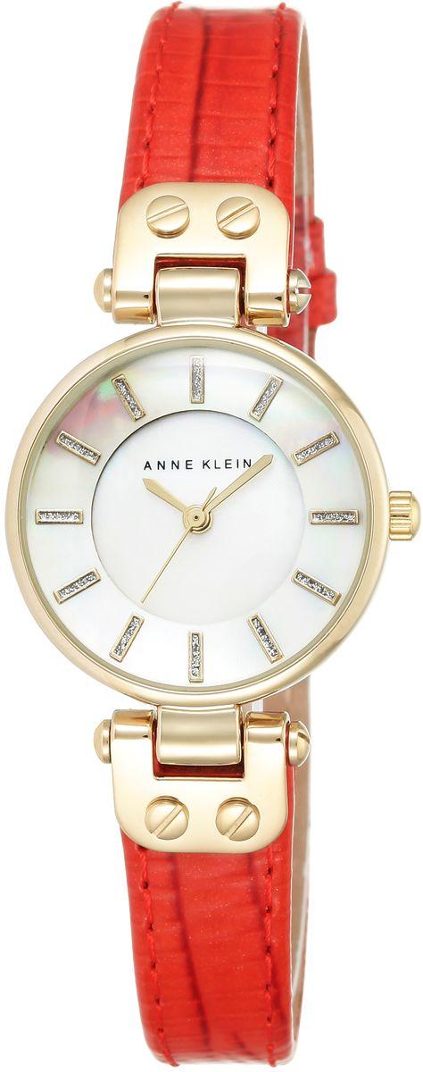 Часы наручные женские Anne Klein, цвет: белый, красный, золотой. 1950MPRD1950MPRDЭлегантные женские часы Anne Klein выполнены из металлического сплава, натуральной кожи с тиснением под рептилию и минерального стекла. Циферблат изделия дополнен блестками, перламутровой вставкой и символикой бренда. Корпус часов оснащен кварцевым механизмом, имеет степень влагозащиты равную 3 atm, а также дополнен устойчивым к царапинам минеральным стеклом. Ремешок оснащен классическим замком-пряжкой, который позволит с легкостью снимать и надевать часы, а также регулировать длину изделия. Часы поставляются в фирменной упаковке. Часы Anne Klein подчеркнут изящность женской руки и отменное чувство стиля у их обладательницы.