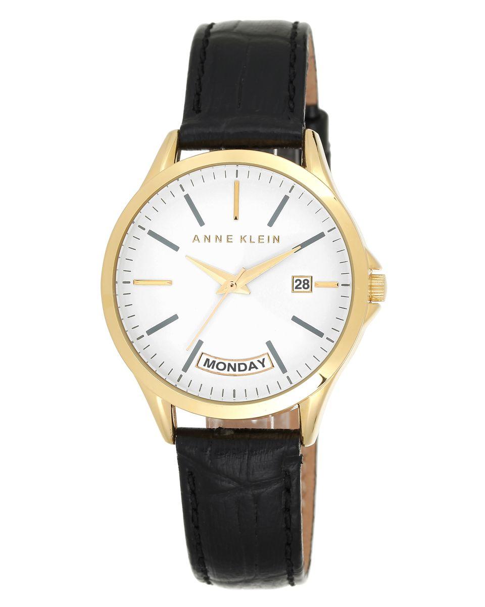 Часы наручные женские Anne Klein, цвет: белый, черный, золотой. 1976WTBK1976WTBKЭлегантные женские часы Anne Klein выполнены из металлического сплава, натуральной кожи с тиснением под рептилию и минерального стекла. Циферблат изделия дополнен символикой бренда. Корпус часов оснащен кварцевым механизмом, имеет степень влагозащиты равную 3 atm, а также дополнен устойчивым к царапинам минеральным стеклом, индикатором даты и дня недели. Ремешок оснащен классическим замком-пряжкой, который позволит с легкостью снимать и надевать часы, а также регулировать длину изделия. Часы поставляются в фирменной упаковке. Часы Anne Klein подчеркнут изящность женской руки и отменное чувство стиля у их обладательницы.