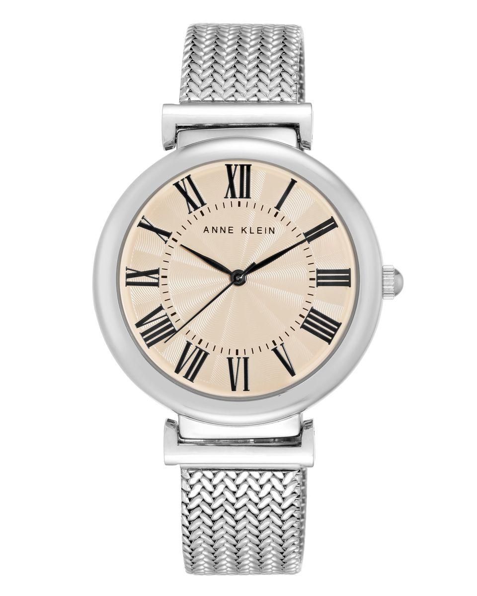 Часы наручные женские Anne Klein, цвет: серебряный. 2135CRSV2135CRSVЭлегантные женские часы Anne Klein выполнены из металлического сплава, нержавеющей стали и минерального стекла. Циферблат изделия дополнен символикой бренда. Корпус часов оснащен кварцевым механизмом, имеет степень влагозащиты равную 3 atm, а также дополнен устойчивым к царапинам минеральным стеклом. Браслет оформлен оригинальным плетением из нержавеющей стали и оснащен складным замком, который позволит с легкостью снимать и надевать изделие, а также регулировать длину. Часы поставляются в фирменной упаковке. Часы Anne Klein подчеркнут изящность женской руки и отменное чувство стиля у их обладательницы.
