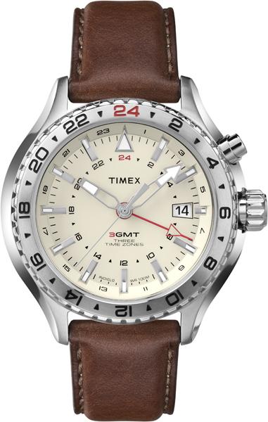 Наручные часы мужские Timex, цвет: белый, коричневый. T2P426T2P426Корпус 47мм из нержавеющей стали, ремешок из натуральной кожи коричневого цвета, индекс даты, 3 часовых пояса, водозащита 10АТМ, подсветка INDIGLO