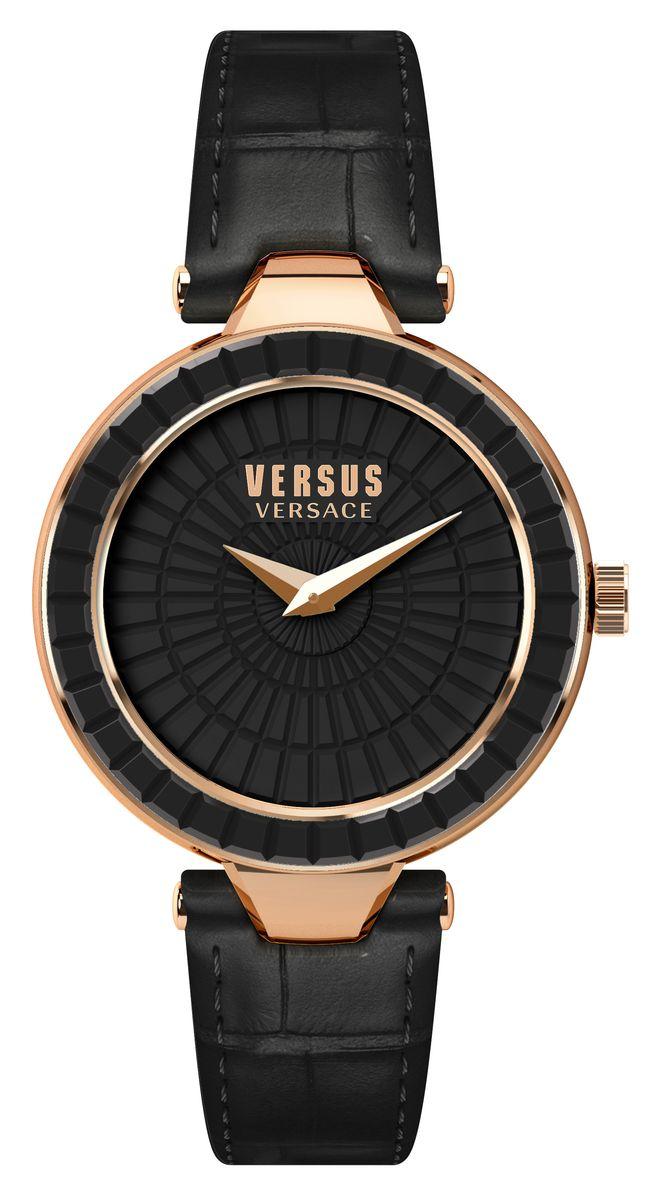 Наручные часы женские Versus Versace, цвет: золотой, черный. SQ1120015SQ11200152 стрелки, механизм кварцевый Citizen_2025, сталь, диаметр циферблата 34 мм,ремень из натуральной кожи черного цвета, застежка из стали, стекло минеральное, водонепроницаемость - 3 АТМ