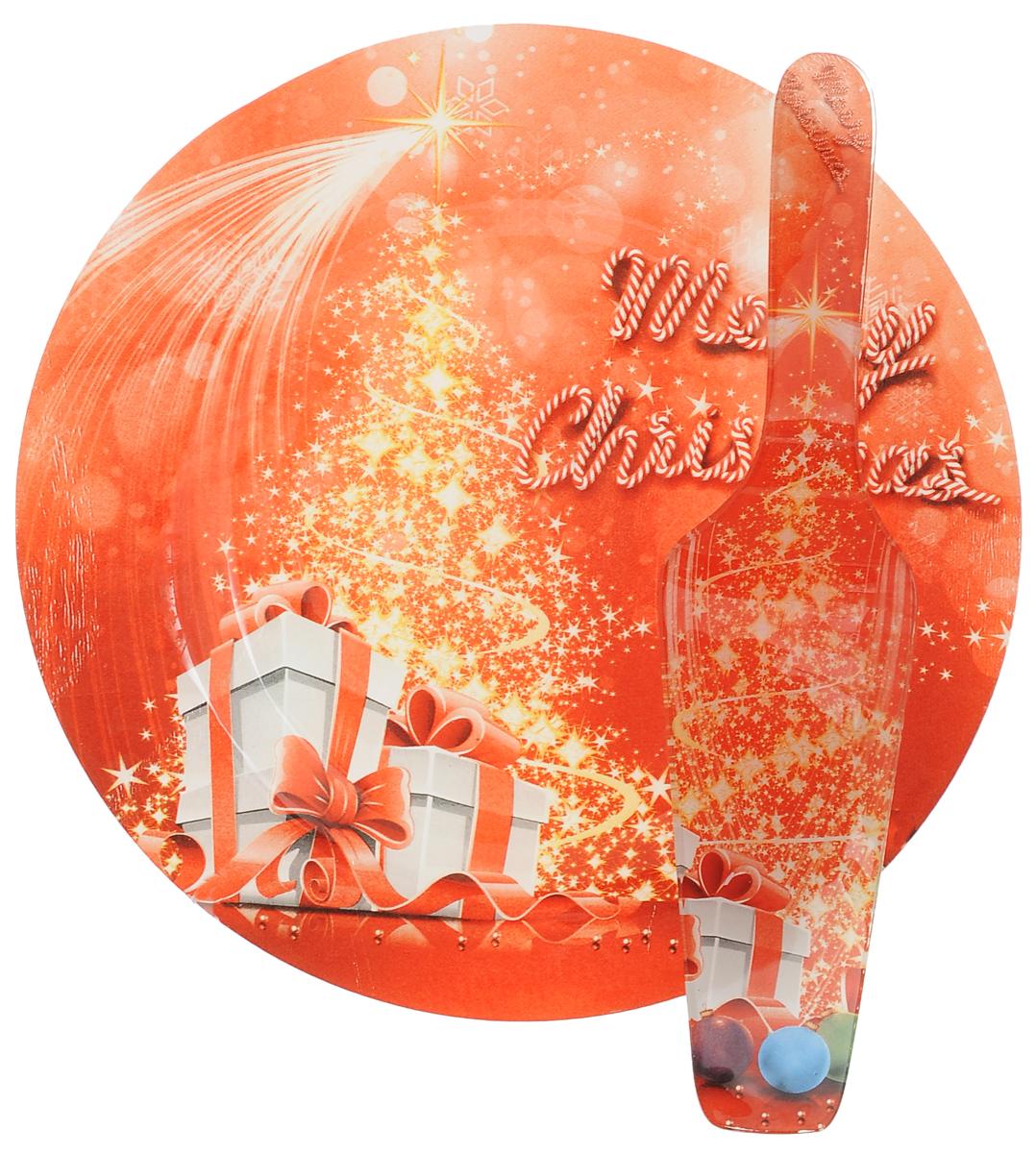 Набор для торта Lillo Новогодний, 2 предмета216007_красный, подаркиНабор для торта Lillo Новогодний состоит из круглого блюда и лопатки. Изделия выполнены из стекла и оформлены изображением подарков и надписью Merry Christmas. Набор идеален для подачи тортов, пирогов и другой выпечки. Яркий новогодний дизайн сделает набор изысканным украшением праздничного стола. Диаметр блюда: 25 см. Длина лопатки: 26,5