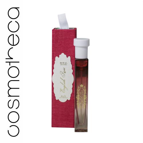 Royal Apothic Парфюмерная вода English Rose 10 млRACONEDPER10Эти ароматические композиции - настоящие произведения искусства и послужат прекрасным подарком для близкого человека или для себя. Полноразмерные флаконы представлены в объеме 100 мл. Они завернуты в тонкую льняную материю и упакованы в деревянные коробочки. Крышечка стеклянных флаконов украшена керамическим цветком. Верхние ноты: свежий бергамот, сочный грейпфрут, лепестки английской розы. Базовые ноты: нота пиона, липовый цвет, герань.
