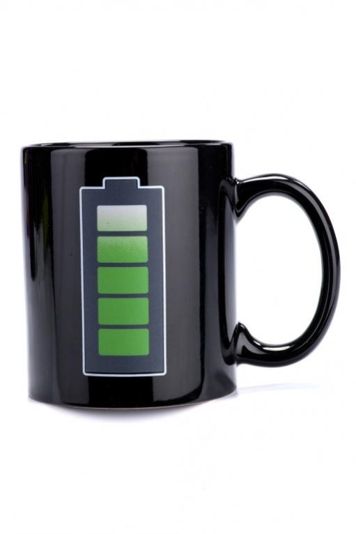 Кружка-хамелеон Батарейка. TK 0163TK 0163Кружка-хамелеон «БАТАРЕЙКА» поднимет настроение даже хроническому соне. При нагревании кружки на батарейке увеличивается заряд – так, наливая утренний ароматный кофе в кружку, Вы увидите, как этот бодрящий напиток зарядит Вас энергией и позитивным настроением. Преимущества: • Стильная кружка для хорошего настроения • Прекрасный подарок друзьям, любимым и, конечно, себе • Рисунок на кружке будет радовать Вас каждое утро много лет