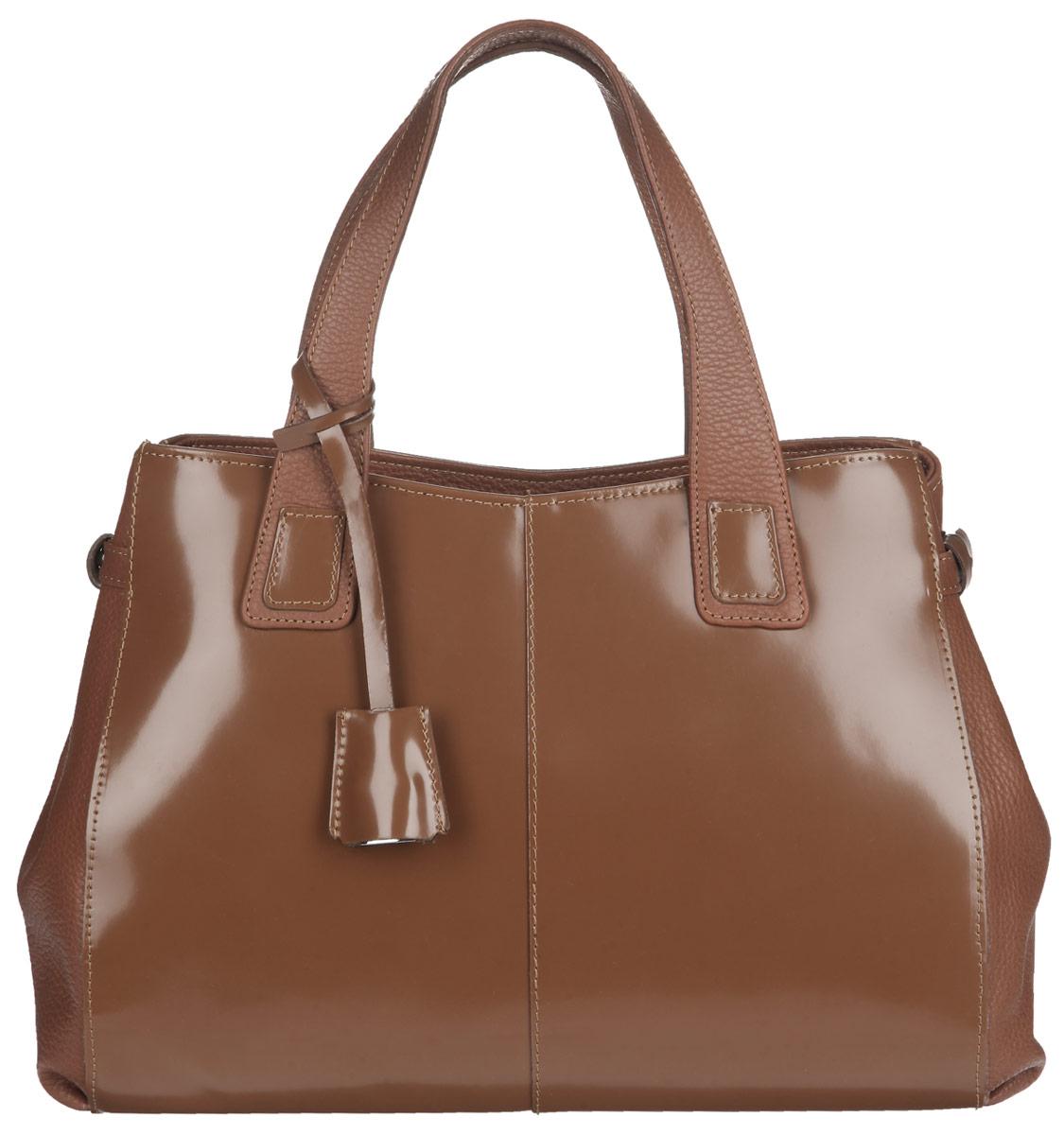 Сумка женская Afina, цвет: коньячный. 199199Изысканная женская сумка Afina выполнена из качественной натуральной кожи. Изделие имеет одно основное отделение, закрывающееся на застежку-молнию. Внутри - два накладных кармашка и два вшитых кармана на молнии. Снаружи на задней стенке располагается прорезной карман на молнии. Модель оснащена плечевым ремнем, который регулируется по длине. Сумка дополнена декоративным металлическим элементом в виде замочка с ключиком на ручках и может регулироваться в объеме по бокам. Роскошная сумка внесет элегантные нотки в ваш образ и подчеркнет ваше отменное чувство стиля.
