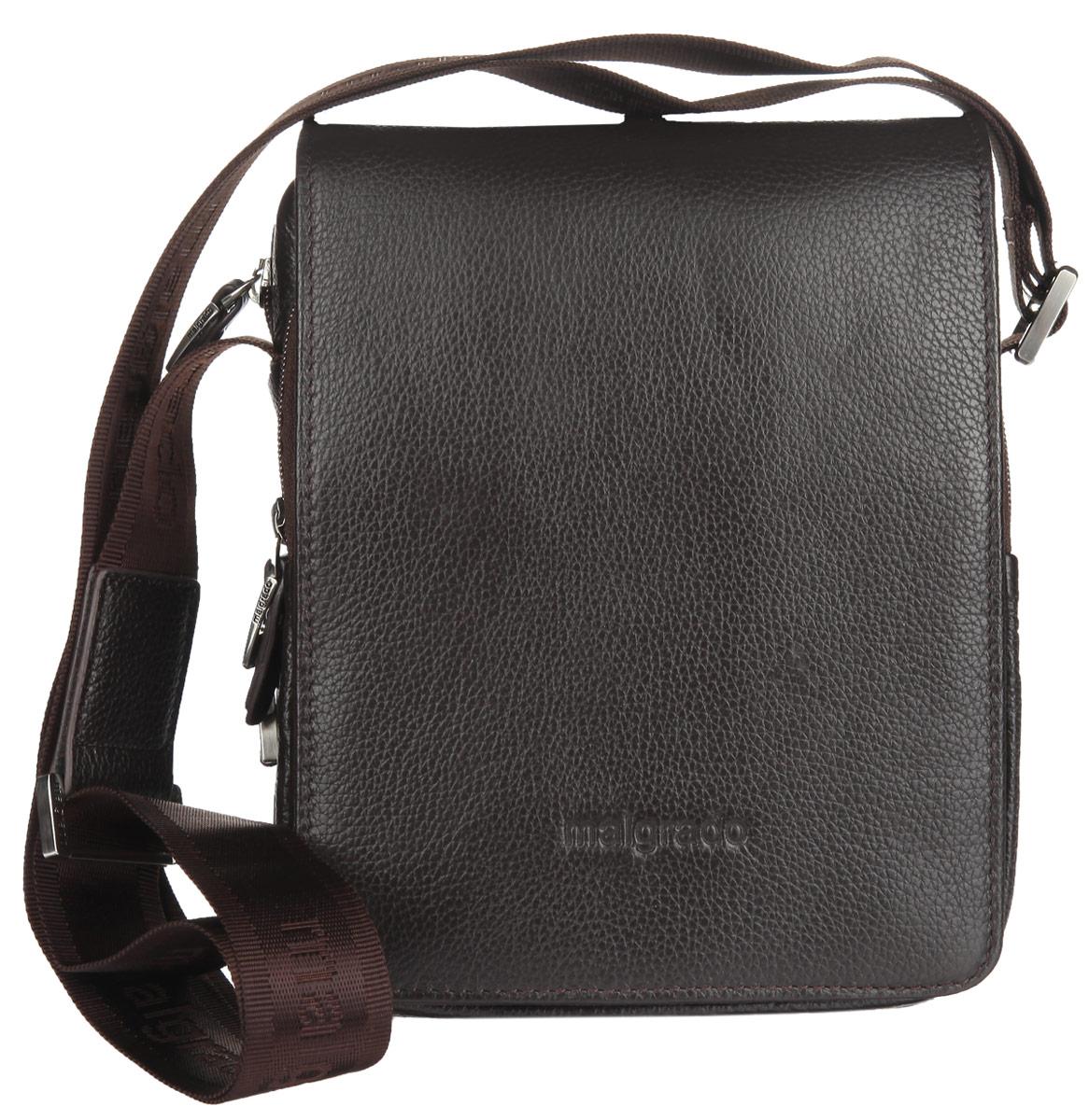 Сумка мужская Malgrado, цвет: коричневый. BR10-468B4743BR10-468B4743_brownСтильная мужская сумка Malgrado выполнена из натуральной кожи с зернистой фактурой, оформлена металлической фурнитурой и символикой бренда. Сумка содержит одно отделение, которое закрывается на магнитный клапан и дополнительно на застежку-молнию. Внутри изделия расположены: три накладных кармана, врезной карман на молнии и два кожаных фиксатора для письменных принадлежностей. Снаружи, под клапаном, расположены два накладных кармана, один из которых закрывается на молнию. На задней стороне сумки, расположен накладной карман на молнии. Сумка оснащена плечевым ремнем регулируемой длины, который позволит носить изделие, как в руках, так и на плече. Практичный аксессуар позволит вам завершить образ и подчеркнуть деловой стиль.