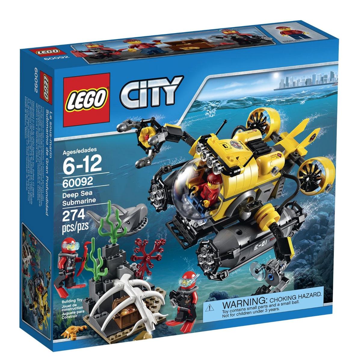 LEGO City Конструктор Глубоководная подводная лодка 6009260092Исследуй тайны океана на глубоководной подлодке! Исследователи глубин Lego City заметили таинственный сундук, лежащий в скелете кита, но огромная, молниеносная акула мешает им приблизиться. Открой стеклянную кабину подводной лодки, поднимайся на борт и погружайся в океан, используя мощные поворачивающиеся двигатели для движения сквозь воду. Прибыв на место, используй прожектор и захват, расположенные на манипуляторах подлодки, чтобы достать сундук. Есть ли в нём потерянные сокровища? В набор входят 3 минифигурки с разнообразными аксессуарами: подводник и 2 аквалангиста. В процессе игры с конструкторами LEGO дети приобретают и постигают такие необходимые навыки как познание, творчество, воображение. Обычные наблюдения за детьми показывают, что единственное, чему они с удовольствием посвящают время, - это игры. Игра - это состояние души, это веселый опыт познания реальности. Играя, дети создают собственные миры, осваивают их, восстанавливают прошедшие и будущие события через...