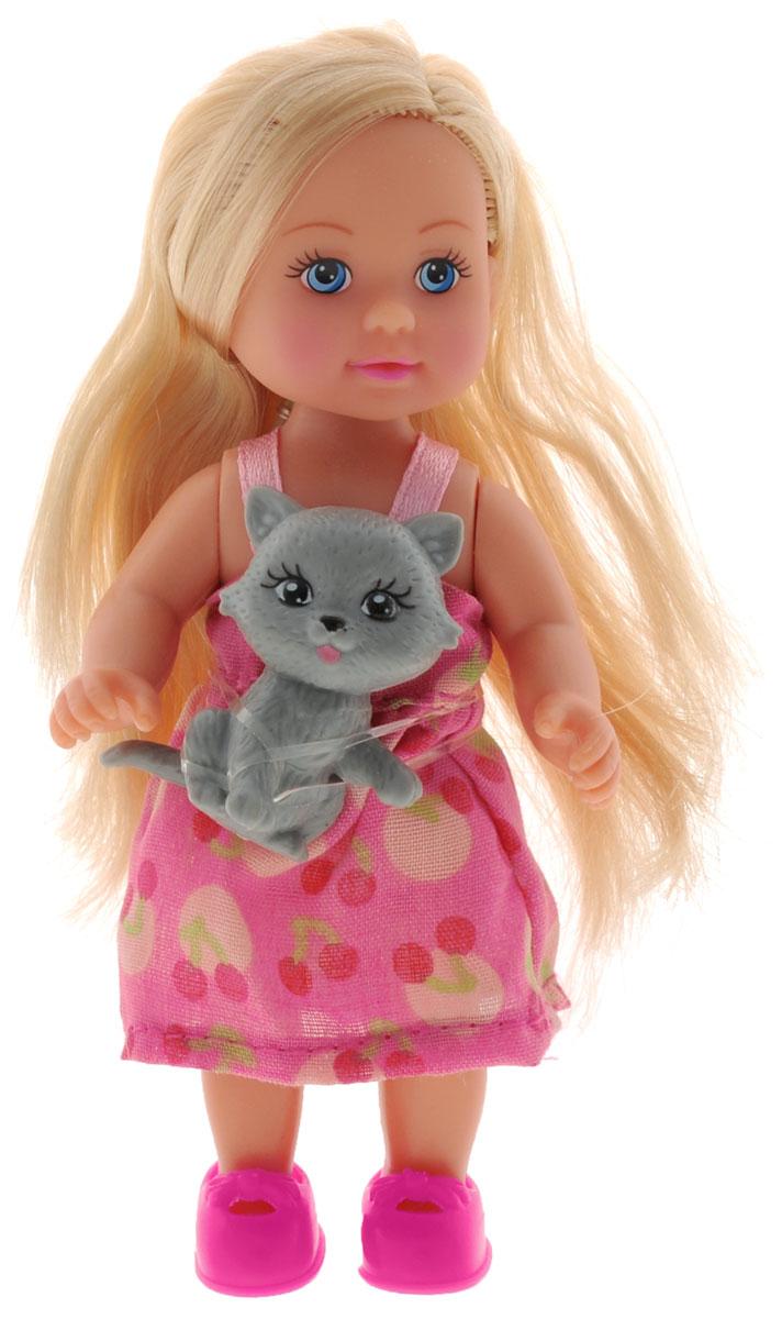 Simba Мини-кукла Еви с кошкой5730513_платье розовый,кошкаКукла Simba Еви с кошкой порадует любую девочку и надолго увлечет ее. В комплект входит куколка Еви и ее любимый питомец - серая кошечка. Малышка Еви одета в розовое платье, оформленное рисунком с вишенками, на ногах у нее - розовые туфельки. Вашей дочурке непременно понравится заплетать длинные белокурые волосы куклы, придумывая разнообразные прически. Руки, ноги и голова куклы подвижны, благодаря чему ей можно придавать разнообразные позы. Игры с куклой способствуют эмоциональному развитию, помогают формировать воображение и художественный вкус, а также разовьют в вашей малышке чувство ответственности и заботы. Великолепное качество исполнения делают эту куколку чудесным подарком к любому празднику.