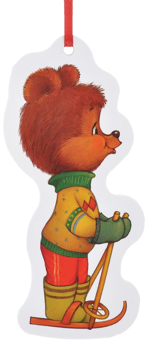 Игрушка-подвеска новогодняя Darinchi Мишка, 12,5 смTOYNY 1Новогодняя игрушка-подвеска Darinchi Мишка выполнена из плотного картона и оформлена изображением медвежонка на лыжах. Изделие не имеет острых углов. Благодаря текстильной ленточке игрушку можно повесить на елку или в любое другое место. Такая игрушка станет прекрасным украшением интерьера вашего дома в новогодние праздники.