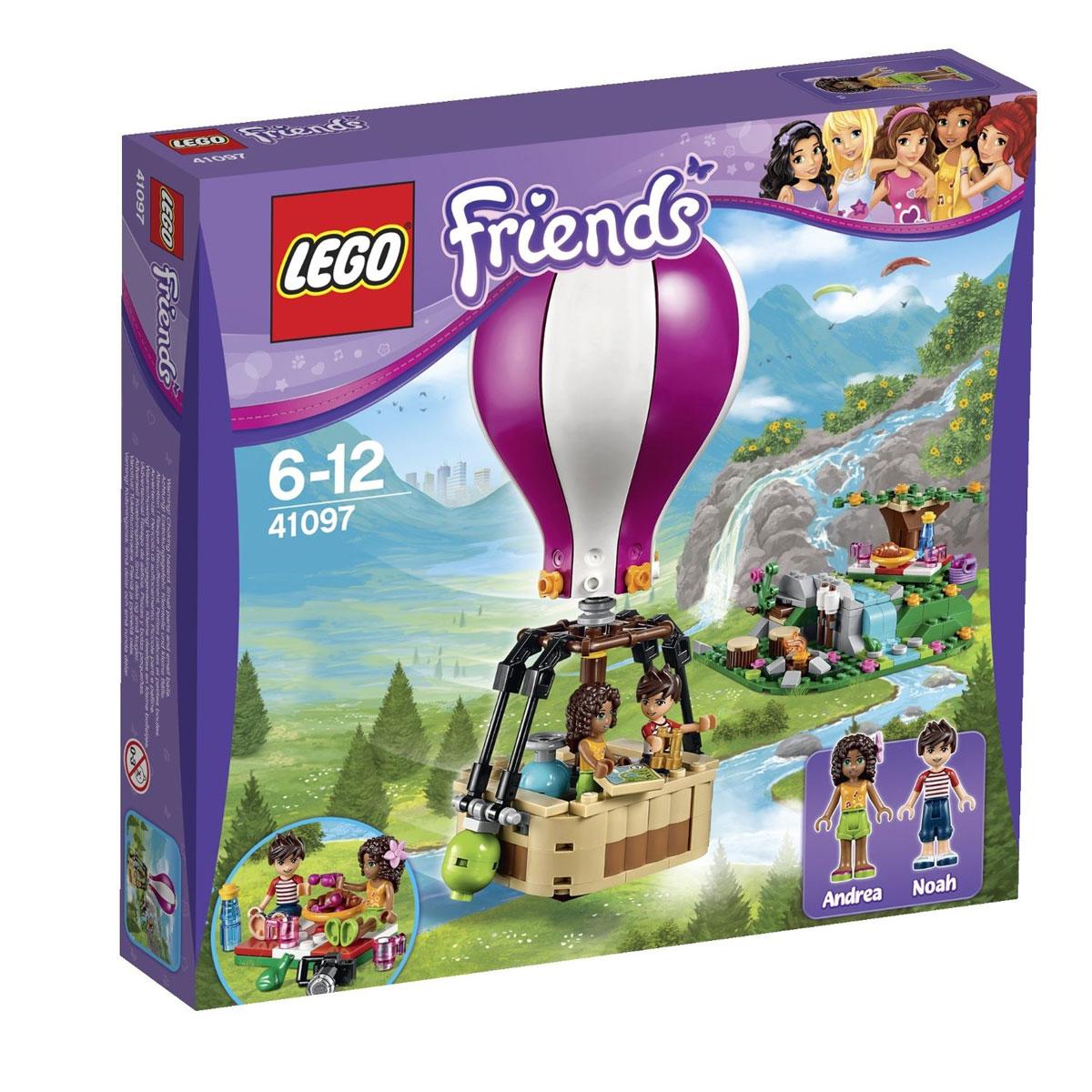 LEGO Friends Конструктор Воздушный шар 4109741097Чтобы весело и интересно провести выходные, Андреа и Ноа отправились на загородный пикник. Выбрав место с самым красивым видом, друзья разбили лагерь и приготовились к обеду. Рядом с ветвистым, цветущим деревом они постелили клетчатую скатерть. Сверху на неё поставили чашки, бутылку с водой, тарелку с выпечкой и корзину с фруктами. Справа от живописного водопада расчистили площадку для костра. Вечером здесь можно будет развести огонь и приготовить горячий ужин. Для того, чтобы отдых запомнился надолго, Андреа и Ноа решили прокатиться на воздушном шаре. Его вместительная корзина способна выдержать сразу двух пассажиров. Если путешествие продлится дольше запланированного времени, то друзья смогут воспользоваться дополнительным баллоном с газом, а если они захотят подняться максимально высоко, то смогут сбросить зелёные балластные мешки. Купол воздушного шара имеет контрастные, бело-розовые полоски, хорошо заметные в небе. В основании купола установлена пропановая горелка для...