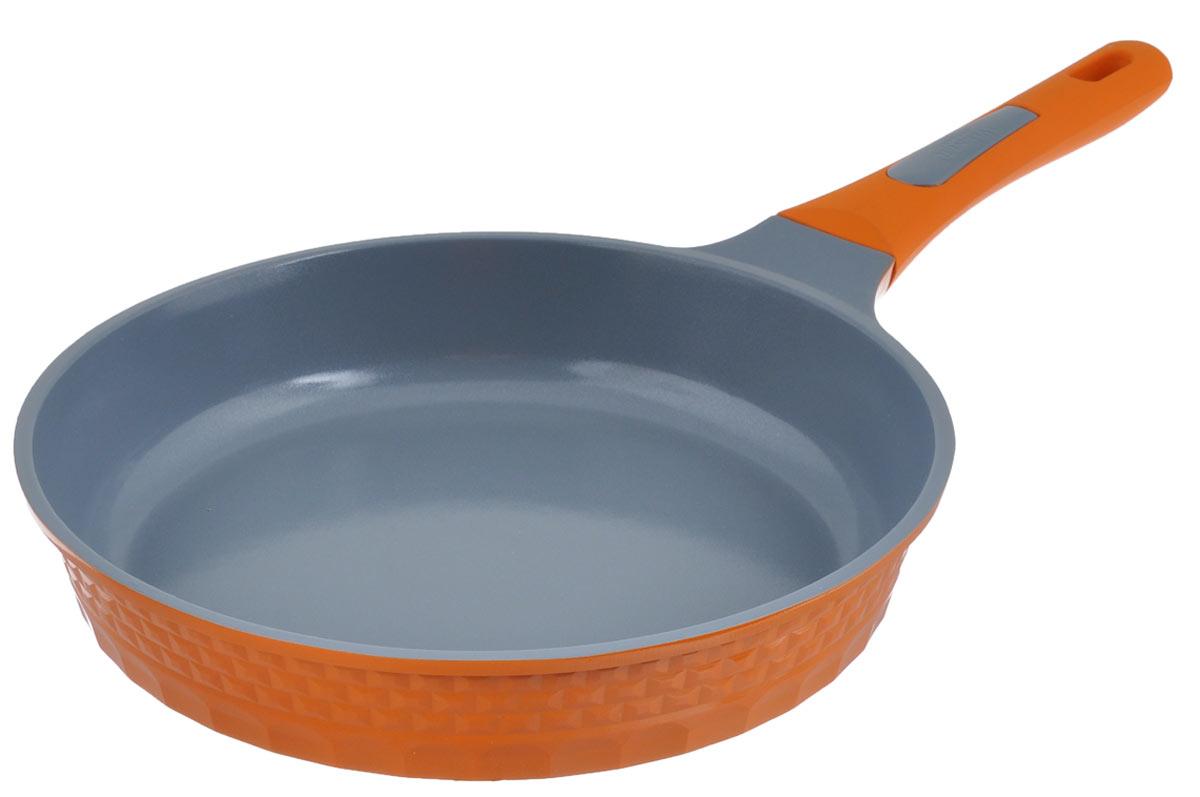 Сковорода Winner, с керамическим покрытием, цвет: оранжевый. Диаметр 28 см. WR-8116WR-8116_оранжевыйСковорода Winner изготовлена из литого алюминия с антипригарным керамическим покрытием Cerock. Благодаря такому покрытию пища не пригорает и не прилипает к поверхности сковороды, что позволяет готовить с минимальным количеством масла. Кроме того, покрытие абсолютно безопасно для здоровья человека, так как не содержит вредной примеси PTFE. Сковорода оснащена бакелитовой ручкой с силиконовым покрытием. Подходит для всех типов плит, включая индукционные. Можно мыть в посудомоечной машине. Диаметр сковороды: 28 см. Высота стенок сковороды: 6 см. Толщина стенок: 2 мм. Толщина дна: 5 мм. Длина ручки сковороды: 19 см.