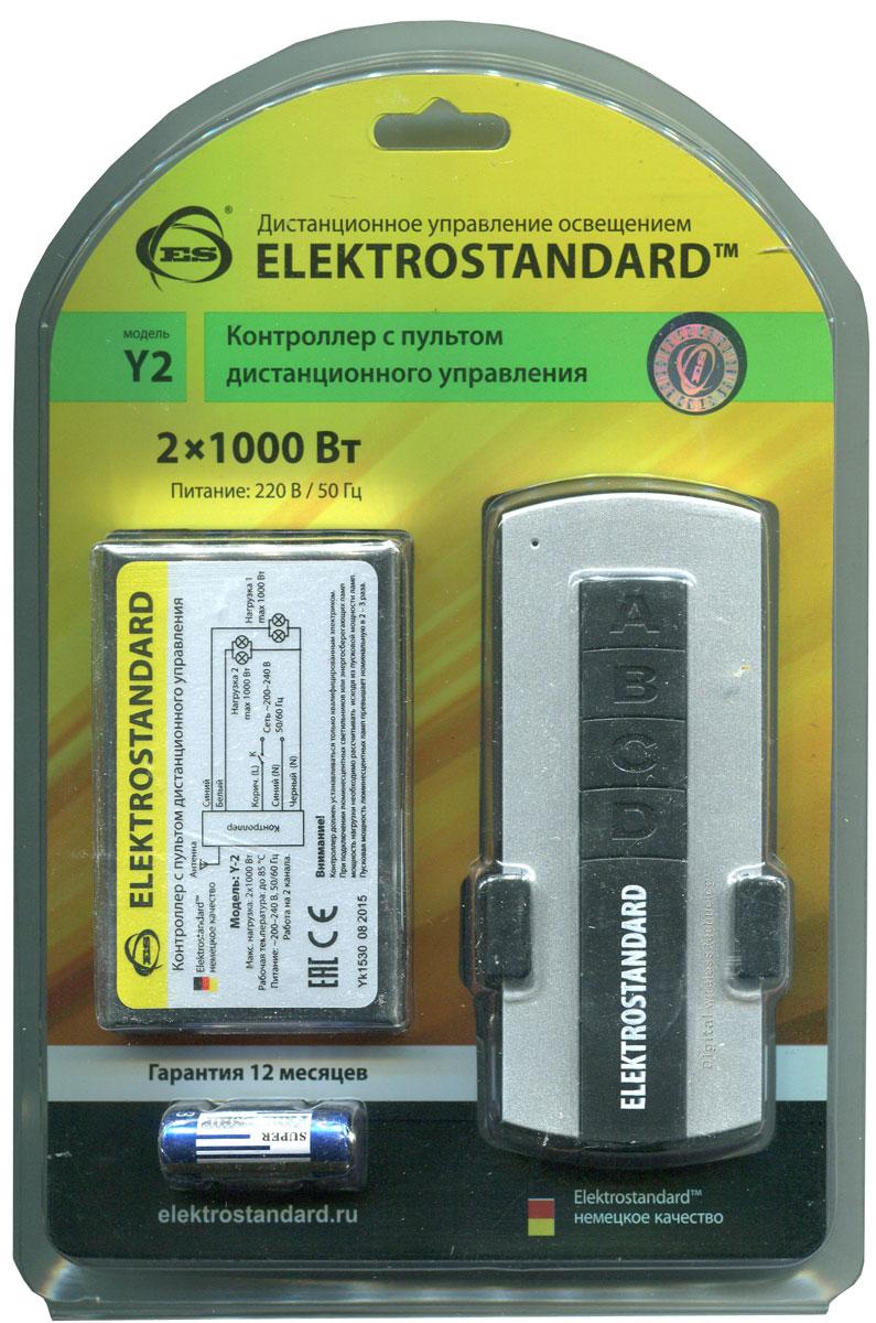 Elektrostandard пульт дистанционного управления электроприборами, 2 каналаa024433Контроллер применяется для дистанционного управления освещением и электрическими приборами. Пульт дистанционного управления не требует чтобы контроллер находился в прямой видимости с контроллером. Программа шифрования радио-сигнала надежно защищает от вмешательства других пультов. В одном помещении может быть установлено несколько контроллеров. Каждый контроллер откликается только на свой пульт. Переключение режимов также осуществляется выключателем без использования ПДУ. При подключении люминесцентных или энергосберегающих лампочек мощность нагрузки необходимо рассчитывать исходя из пусковой мощности. Пусковая мощность люминесцентных ламп превышает номинальную в 2 – 3 раза. Характеристики: Материал: металл, пластик. Максимальная зона действия пульта: 8 метров. Максимальная нагрузка: 2 x 1000 Вт. Питание пульта: 1 х А23 (входит в комплект). Питание контроллера: 220-230 В. Размер упаковки: 19 см х 13 см х 4 см.