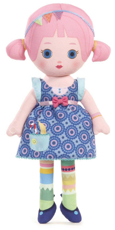 Mooshka Мягкая кукла Sonia940-266_SoniaОчаровательная мягкая кукла Mooshka Sonia непременно станет любимой игрушкой вашей малышки. Кукла выполнена из приятного на ощупь текстиля и не имеет твердых элементов, что делает игру с ней безопасной даже для самых маленьких малышей. Куколка одета в синее платье с пышной юбкой, украшенное оригинальным принтом и дополненное розовым поясом с бантиком. На ручках куклы расположены липучки. Также в комплект входит небольшая пальчиковая куколка, которая разнообразит игры малышки и позволит ей проявить свою фантазию, разыгрывая веселые преставления. Соня обожает устраивать большие веселые вечеринки со множеством шариков и конфетти. Трогательная мягкая куколка принесет радость и подарит своей обладательнице мгновения нежных объятий и приятных воспоминаний. Благодаря играм с куклой, ваша малышка сможет развить воображение и любознательность, овладеть навыками общения и научиться ответственности.