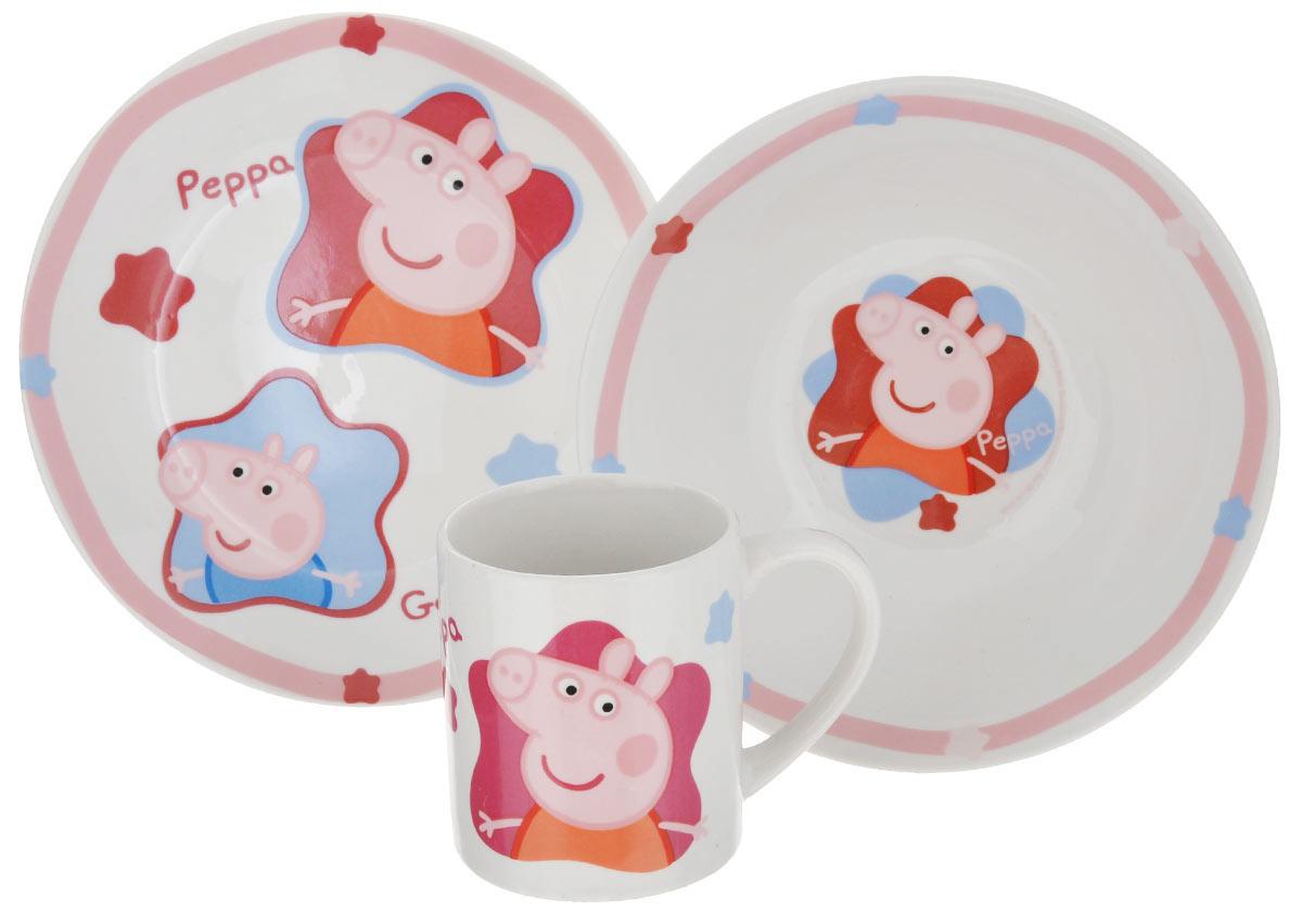 Набор детской посуды Peppa Pig, 3 предмета72765Набор детской посуды Peppa Pig изготовлен из высококачественной керамики. В набор входит: тарелка, миска и кружка. Предметы набора оформлены красочным изображением забавных свиней. Яркие краски, используемые в детских дизайнах, абсолютно безопасны и не содержат вредных элементов для здоровья малыша. Этот набор будет долгое время радовать вашего ребенка! Диаметр кружки (по верхнему краю): 7 см. Высота кружки: 8,5 см. Объем кружки: 210 мл. Диаметр тарелки (по верхнему краю): 19 см. Высота тарелки: 2 см. Диаметр миски (по верхнему краю): 17,5 см. Высота миски: 6 см.