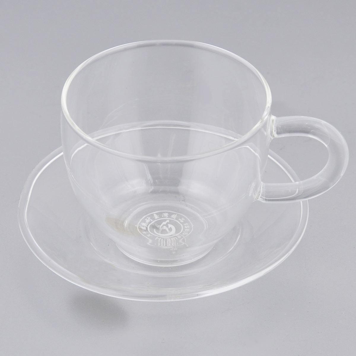 Чайная пара Гармония, цвет: прозрачный, 80 мл, 2 предмета02341Чайная пара Гармония предназначена для тех, кто привык пить чай по-европейски. Стекло очень легкий материал, поэтому держать такую чашку в руке удобно, ну а тот факт, что оно еще и прозрачно, позволяет оценить оттенки цвета чая. В наборе чашка и блюдце. Объём чашки: 80 мл. Диаметр чашки по верхнему краю: 6 см. Высота чашки: 5,5 см. Диаметр блюдца: 9 см.