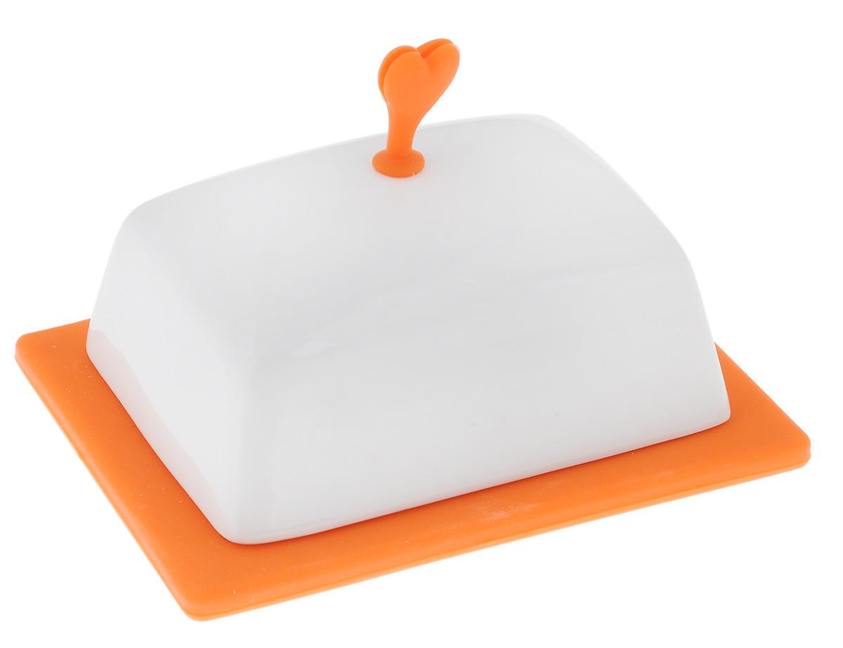 Масленка Bohmann, цвет: белый, оранжевый2021BH_оранжевыйМасленка Bohmann, выполненная из высококачественного фарфора, предназначена для красивой сервировки и хранения масла. Она состоит из подноса и крышки с силиконовой ручкой. Благодаря специальным выемкам крышка плотно устанавливается на поднос. С масленкой Bohmann ваше масло всегда будет свежим. Размер подноса: 15,5 см х 12 см х 1,5 см. Размер крышки: 13 см х 10 см х 9,5 см.