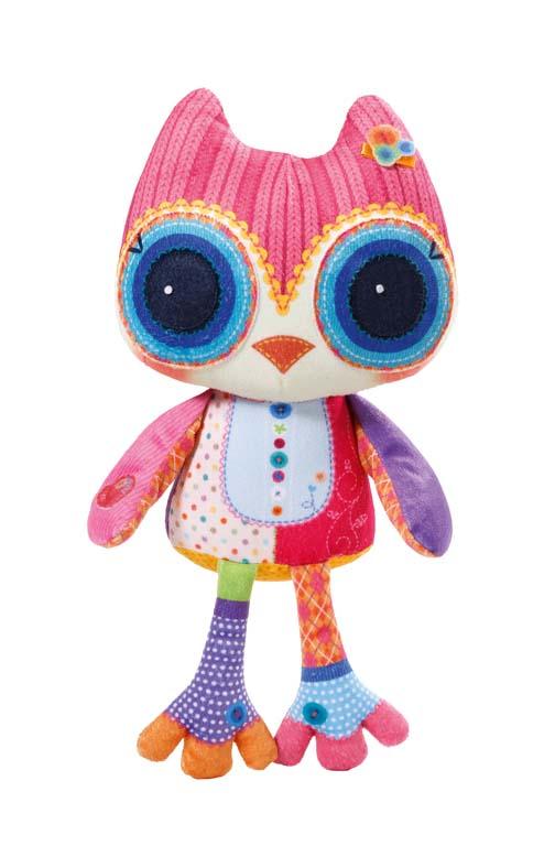 Chou Chou Birdies Мягкая озвученная игрушка Плюшевая сова 36 см920-091Мягкая озвученная игрушка Chou Chou Birdies Плюшевая сова приведет в восторг любого малыша. Игрушка выполнена из мягкого, приятного на ощупь текстильного материала. В дополнение к наполнителю используются специальные гранулы, которые помогут развитию мелкой моторики пальчиков у детей, а взрослым перебирание гранул поможет успокоиться и снять стресс. Игрушка не имеет твердых элементов, что делает игру с ней полностью безопасной даже для самых маленьких детей. Нажмите на крылышко очаровательной совы - и она начнет чирикать и ухать. Великолепное качество исполнения делают эту игрушку чудесным подарком к любому празднику. Трогательная и симпатичная, она непременно вызовет улыбку у детей и взрослых. Рекомендуется докупить 3 батарейки напряжением 1,5V типа LR44 (AG13) (товар комплектуется демонстрационными).