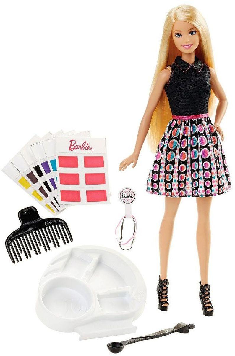 Barbie Кукла Игра с цветомDHL90С куклой Barbie Игра с цветом юные стилисты могут легко красить куклам волосы! В наборе 36 карточек с краской - по 6 для 6 цветов: розового, пурпурного, желтого, синего, золотистого и каштанового. А еще их можно смешивать! Налейте воды специальной ложечкой, размешайте краски кисточкой (на другом конце ложечки) и этой же кисточкой нанесите на волосы Барби - на все сразу или на отдельные пряди. Резинки из набора помогут сделать хвостик, косичку или пучок. Чтобы поменять цвет, просто смойте краску водой и расчешите волосы! В наборе - кукла в черной майке, юбке с принтом, розовом поясе и в черных туфлях, 36 карточек с краской, палитра, ложка-кисточка, расческа и три резинки. Ваша малышка придет в восторг от такого подарка, и с удовольствием будет играть с куколкой, которая готова унести ее в мир фантазий: ведь с Барби можно быть кем угодно!