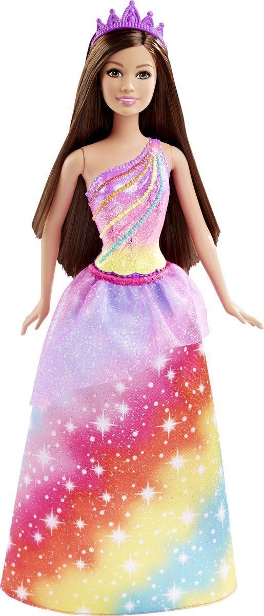 Barbie Кукла Радужная ПринцессаDHM49_DHM52Кукла Barbie Принцесса непременно обрадует вашу малышку. Куколка с длинными темными волосами одета в шикарный блестящий наряд, состоящий из пластикового топа и текстильной юбочки. У Принцессы радужный цветной рисунок на лифе и юбочке. Дополняют образ принцессы диадема и фиолетовые туфельки на каблуках. Головка, ручки и ножки Барби подвижны, что позволит придавать кукле различные позы, а длинные волосы куклы так интересно укладывать в разнообразные прически. Одежда и аксессуары подходят всем куклам-принцессам, русалкам и феям (продаются отдельно). Ваша малышка придет в восторг от такого подарка, и с удовольствием будет играть с куколкой, которая уже готова править своим королевством!