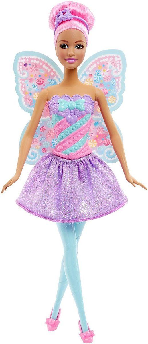 Barbie Кукла Конфетная ФеяDHM50_DHM51Кукла Barbie Фея непременно обрадует вашу малышку. Куколка с длинными розовыми волосами одета в шикарный блестящий наряд, состоящий из пластикового топа и текстильной юбочки. У Феи конфетный рисунок на розово-бирюзовом лифе и крылышках. Дополняют образ феи ободок и розовые туфельки на каблуках. Головка, ручки и ножки Барби подвижны, что позволит придавать кукле различные позы, а длинные волосы куклы так интересно укладывать в разнообразные прически. Одежда и аксессуары подходят всем куклам-принцессам, русалкам и феям (продаются отдельно). Ваша малышка придет в восторг от такого подарка, и с удовольствием будет играть с куколкой, которая готова унести ее в мир фантазий: ведь с Барби можно быть кем угодно!